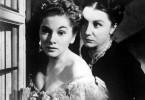 Haushälterin Mrs. Danvers (Judith Anderson, r.) schüchtert selbst Mrs. de Winter (Joan Fontaine) ein