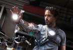 Die Kräfte wollen getestet sein! Robert Downey Jr. als Iron Man.