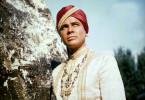 Fürst Chandra von Eschnapur (Walther Reyer) begehrt die schöne Tempeltänzerin Seetha zur Frau