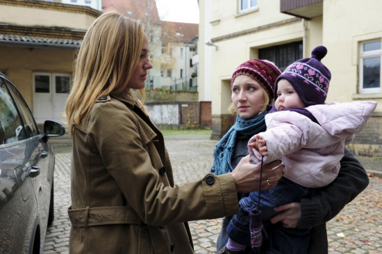 Im Falschen Leben Trailer Kritik Bilder Und Infos Zum Film