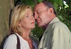 Marianne (Jutta Speidel) lässt sich von ihrem alten Freund Philipp (Michael Mendl) trösten