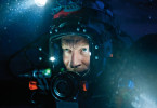 Finsterer Aussichten: Ein Höhlentaucher allein im Wasser
