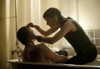 Fürsorgliche Punkerin: Lisbeth (Rooney Mara) verarztet Mikael (Daniel Craig)