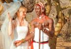 Hochzeit in weiß: Carola (Nina Hoss) in Afrika