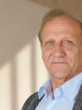 """Macht als Prof. Dr. Peter Wagner in der ZDF-Serie """"Dr. Klein"""" eine gute Figur: Karl Kranzkowski."""