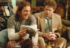 Das beste Zeug: James Franco dreht Seth Rogen (r.) Marihuana an