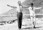 Lass uns tanzen! Anthony Quinn (l.) und Alan Bates