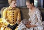 Die Marquise de Merteuil (Glenn Close, l., mit Uma