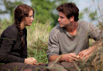 Katniss (Jennifer Lawrence) mit ihrem Jugendfreund Gale Hawthorne (Liam Hemsworth)
