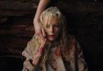 Della (Kim Basinger) schwebt in Lebensgefahr ...