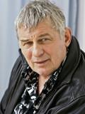 """Heinz Hoenig als aufrechter Winzer in der ARD-Produktion """"Gier"""" (Teil 1: Mit Glanz und Gloria)."""