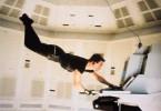 Keine schwebende Jungfrau, sondern Tom Cruise in prekärer Situation