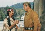 Old Shatterhand (Lex Barker) besucht die schöne Halbindianerin Paloma (Daliah Lavi)