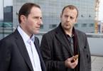 Richard Brock (Heino Ferch, r.) verhört den Vorstand Michael Sand (Stefan Kurt)
