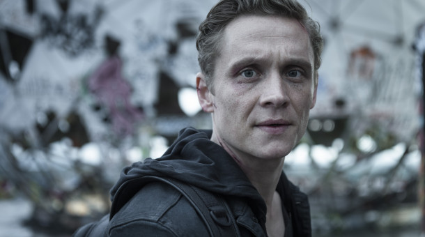 "Matthias Schweighöfer als Lukas Franke in der Amazon-Serie ""You Are Wanted""."