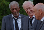 Willie (Morgan Freeman, l.), Joe (Michael Caine, M.) und Albert  (Alan Arkin) beratschlagen.