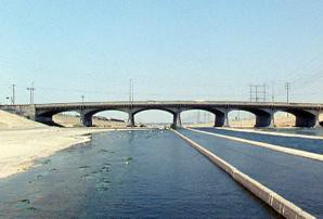 Ein wenig trostlos: Los Angeles River, Flood 