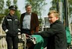Polizistin Paulsen (Bernadette Heerwagen) und Kommissar Stüversen (Veit Stübner) verdächtigen Stefan Hansen (Justus von Dohnányi, r.)