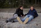 Agnes (Mylaine Hedreul) will von Elias Brolin (Eliot Waldfogel) mehr über den Unfall wissen ...