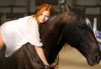 Umgänglich: Hanna Höppner mit Pferd