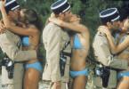Die Gendarmen scheinen keine Berührungsängste zu haben ....
