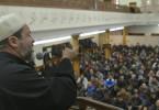 In einer Freitagspredigt verurteilt Imam Sabri terroristische Anschläge im Namen des Islam.