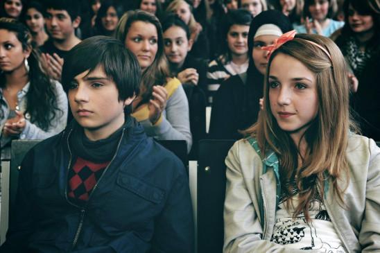 Der 13-jährige Schüler Leon (Markus Krojer) und Mathilda (Antonia Lingemann).