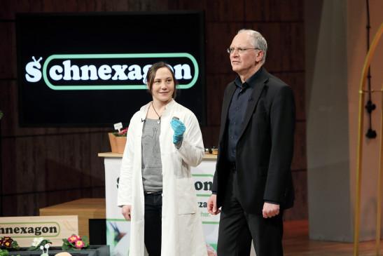 Nadine Sydow und ihr Geschäftspartner Dr. Peter Rehders präsentieren ihr Produkt