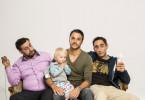 Drei Türken und ein Baby (v. l. n. r.): die Junggesellen Sami (Kida Khodr Ramadan), Celal (Kostja Ullmann) und Mesut (Ekrem Bora) kümmern sich gemeinsam um Baby Clara (Nala)