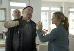 Die beiden Kommissare Otto Garber (Florian Martens, M.) und Linett Wachow (Stefanie Stappenbeck, r.) ¸berraschen die Einbrecher (Octav (Attila Georg Borlan) in der Wohnung von Herrn Bundschuh.