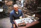 Dr. Hannibal Lecter (Anthony Hopkins), ein hochgradig gefährlicher Psychologe, sitzt lebenslänglich im Hochsicherheitstrakt. Sein Spitzname ist 'Hannibal der Kannibale'...