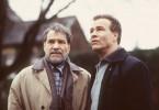 Das Leben verändert sich unter Richards schleichender Demenz rapide: Nicht mehr der Vater sorgt für den Sohn (Klaus J. Behrendt), sondern der Sohn für den Vater.