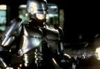 Alex J. Murphy (Peter Weller) arbeitet für die privatisierte Polizei von Detroit. Als Murphy im Einsatz von Bandenchef Clarence und seinen Männern tödlich verwundet wird, lässt ein skrupelloser Manager des Konzerns OCP, unter dessen Leitung auch die Polizei steht, das Gehirn des Polizisten in einen humanoiden Roboter einpflanzen.