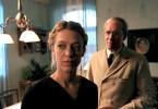 August Staudenmeyer (August Zirner) interessiert sich für Katharina Entriß (Heike Makatsch). Aber sein Interesse erschreckt die junge Witwe eher als dass es sie erfreut.