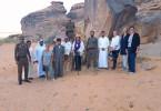 Teamfoto mit der Hauptprotagonistin Madeha al Ajroush, bekannte Frauenrechtlerin, Fotografin und Psychotherapeutin (Bildmitte).