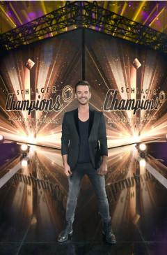 Florian Silbereisen rollt den roten Teppich aus – für die Stars des Jahres, die durch besondere Erfolge, originelle Ideen oder neue Trends Maßstäbe gesetzt haben!