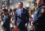 """Bond (Daniel Craig) verfolgt am """"Tag der Toten"""" einen Mann durch Mexiko-Stadt, der einen verheerenden Anschlag plant."""