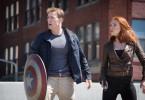 Obwohl sie unterschiedliche Missionen ausführen, schließen sich Captain America (Chris Evans) und Black Widow (Scarlett Johansson) zu einem Team zusammen, um die gesuchten Attentäter ausfindig zu machen.