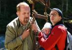 Joseph (Harald Krassnitzer, li.) und sein Sohn Peter (Sebastian Wendelin) nehmen eine Abkürzung über die Schlucht.