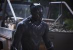 T'Challa besteigt nach dem Tod seines Vaters Wakandas Thron und wird zu Black Panther (Chadwick Boseman).