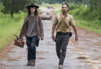 "Zwei Hauptfiguren in der Zombie-Serie ""The Walking Dead"": Carl und Rick Grimes."