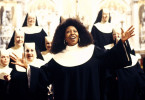 Deloris alias Schwester Mary Clarence (Whoopie Goldberg, M.) bringt Schwung in den Nonnenchor. Schon bald schmettern die Schwestern fetzige Gospels und Spirituals anstatt geistlicher Choräle.
