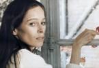 Catherine (Geraldine Chaplin) fühlt sich in dem abgelegenen Landhaus unwohl und unzufrieden. Aber ihre Situation soll sich schneller ändern, als ihr lieb ist.