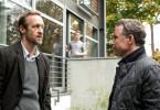 Peer (Dirk Borchardt,re.) und Richard (Stephan Kampwirth) kennen sich noch aus Uni-Tagen.