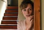 Judith Kleinke (Adina Vetter) lebt in Angst vor ihrem Mann Tom und sucht Zuflucht in der Dorfhelferinnenstation.