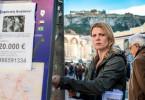 Tessa (Jördis Triebel) sucht in Athen nach Elena