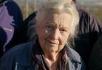 """Winzerin Hildegard Stigler (89) steht regelmäßig in ihren Weinbergen, schneidet die Reben und genießt die Landschaft. """"Es ist ein gemütliches Leben hier"""", sagt sie, """"das lässt uns alt werden. Wir haben keinen Stress."""" Tatsächlich haben Frauen in der Region Breisgau-Hochschwarzwald die höchste Lebenserwartung in Deutschland."""