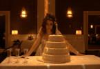 Weil ihr Bräutigam ihre Gefühle verletzt, lässt es Romina (Erica Rivas) auf der Hochzeit richtig krachen...