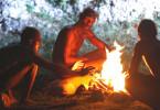 Am Anfang war das Feuer: Vor rund 1,4 Millionen Jahren entdeckt der Homo erectus das Feuer. Eine der ältesten Feuerstellen wurden in der Olduvai-Schlucht in Tansania gefunden.
