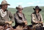 """Boss Spearman (Robert Duvall, Mitte), Charley Waite (Kevin Costner, li.) und Button (Diego Luna) treiben die Herde als """"Freegrazer"""" durch den Westen."""